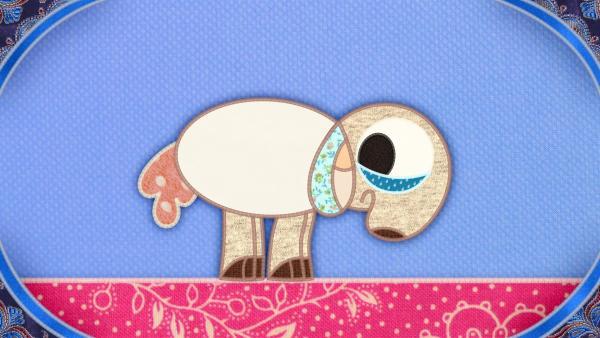 Das Schaf auf meiner Schmusedecke hat ein Problem: seine Wolle ist geschoren und jetzt friert es. | Rechte: rbb/Studio FILM BILDER