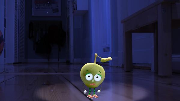 Im Flur entdeckt die kleine Lampe einen kleinen Apfel, der sich verlaufen hat. Wie soll er wieder nach Hause kommen?  | Rechte: rbb/Bastei Media