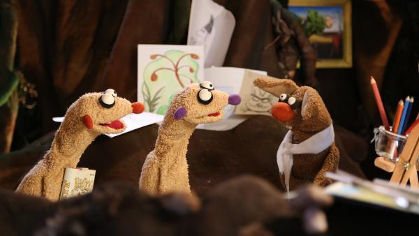 Jan und Henry suchen das sich kratzende Rumpelstilzchen und treffen dabei auf einen künstlerischen Hasen. | Rechte: rbb/bigSmile