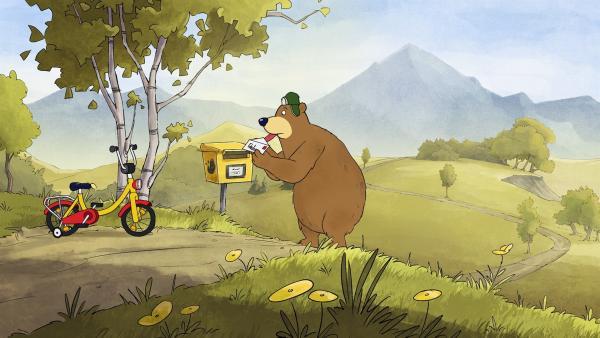 Da der Briefumschlag an Dr. Brumms Zunge festklebt, ist es schwierig ihn in den Briefkasten zu werfen. | Rechte: rbb/WunderWerk/TRIKK 17