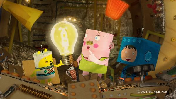 Timmi, Teddy freuen sich, dass Herr Ingeborg wieder Licht machen kann. | Rechte: rbb/MDR/NDR/MotionWorks