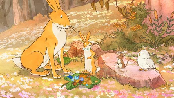 Der kleine braune Hase und die kleine Feldmaus präsentieren stolz ihre gefundenen Schätze.   Rechte: KiKA/SLR Productions Australia Pty.Ltd./Scrawl Studios Pte Ltd./hr/ARD
