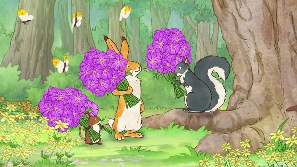 Kleiner brauner Hase und die kleine Feldmaus überreichen Grauhörnchen einen Blumenstrauß. | Rechte: KiKA/SLR Productions Australia Pty.Ltd./Scrawl Studios Pte Ltd./hr/ARD