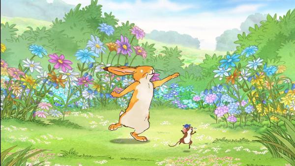 Der kleine braune Hase und die kleine Feldmaus entdecken voller Freude ein blaues Wunder nach dem nächsten. | Rechte: KiKA/SLR Productions Australia Pty.Ltd./Scrawl Studios Pte Ltd./hr/ARD