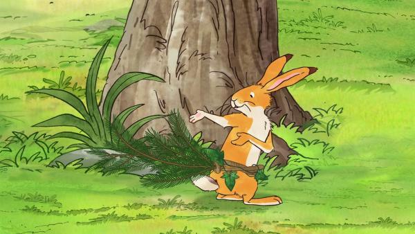 Der kleine braune Hase probiert einen Schwanz aus Zweigen aus. | Rechte: KiKA/SLR Productions Australia Pty.Ltd./Scrawl Studios Pte Ltd./hr/ARD