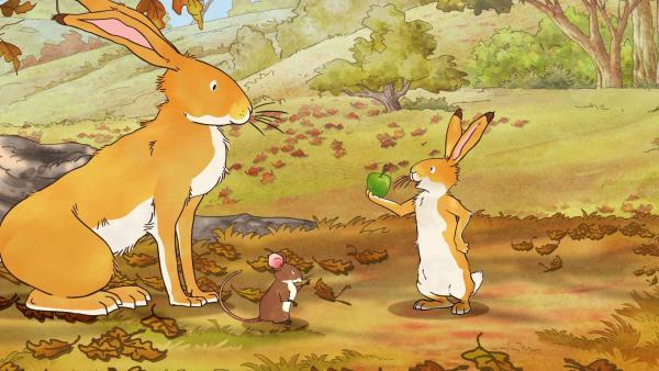 Der kleine braune Hase ist ganz stolz: Er hat es geschafft, den letzten Apfel des Jahres vom Baum zu pflücken. | Rechte: KiKA/SLR Productions Australia Pty.Ltd./Scrawl Studios Pte Ltd./hr/ARD