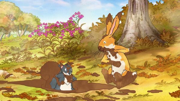Der kleine braune Hase sieht wie ein sehr seltsames Matsch-Wesen aus. Das kleine Grauhörnchen möchte auch so eine tolle Verkleidung haben.  | Rechte: KiKA/SLR Productions Australia Pty.Ltd./Scrawl Studios Pte Ltd./hr/ARD
