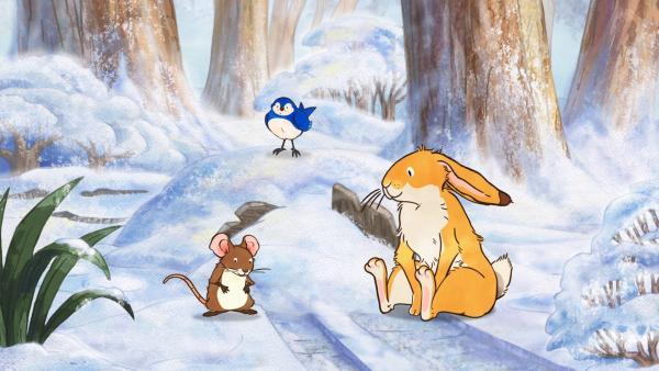 Die kleine Feldmaus, Blauvogel und der kleine braune Hase bewundern die schneeweiße Wunderwelt. | Rechte: KiKA/SLR Productions Australia Pty.Ltd./Scrawl Studios Pte Ltd./hr/ARD