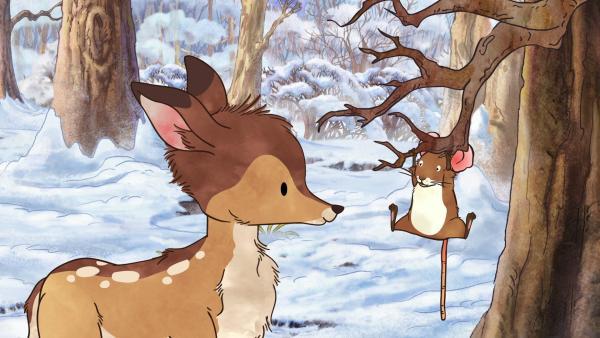 Das kleine Reh wundert sich: Warum klammert sich die kleine Feldmaus an einen Ast am Baum?   Rechte: KiKA/SLR Productions Australia Pty.Ltd./Scrawl Studios Pte Ltd./hr/ARD