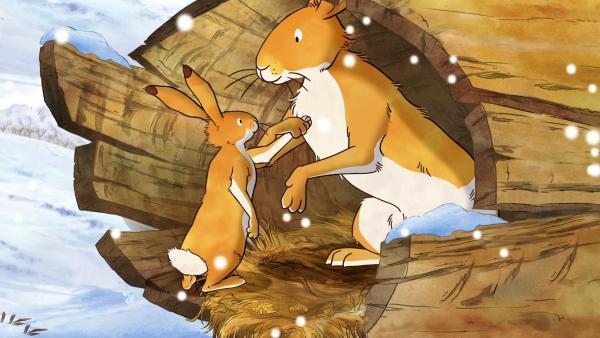 Der kleine braune Hase wundert sich, dass er gar nicht friert. Der große braune Hase erklärt ihm, dass dies an seinem dichten Winterfell liegt. | Rechte: KiKA/SLR Productions Australia Pty.Ltd./Scrawl Studios Pte Ltd./hr/ARD