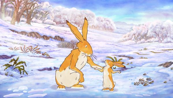 Der große braune Hase erklärt dem kleinen braunen Hasen, dass auch der Winter wie die anderen Jahreszeiten voller Überraschungen steckt. | Rechte: KiKA/SLR Productions Australia Pty.Ltd./Scrawl Studios Pte Ltd./hr/ARD