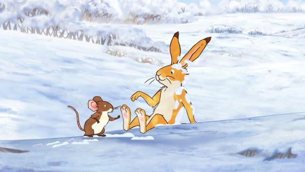 Der kleine braune Hase und die kleine Feldmaus spielen im Schnee. | Rechte: KiKA/SLR Productions Australia Pty.Ltd./Scrawl Studios Pte Ltd./hr/ARD
