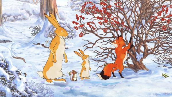 Die beiden braunen Hasen, die kleine Feldmaus und die kleine Rotfüchsin haben einen Strauch mit roten Beeren entdeckt. | Rechte: KiKA/SLR Productions Australia Pty.Ltd./Scrawl Studios Pte Ltd./hr/ARD