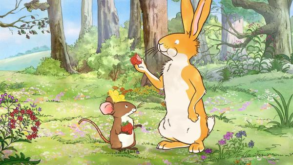 Diue Erdbeeren schmecken dem kleinen Hasen und der kleinen Feldmaus ganz ausgezeichnet. | Rechte: KiKA/SLR Productions Australia Pty.Ltd./Scrawl Studios Pte Ltd./hr/ARD