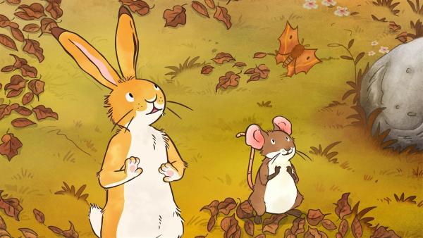 Der kleine Hase und die kleine Feldmaus haben einen Falter entdeckt, der auf einmal wie ein Herbstblatt aussieht. | Rechte: KiKA/SLR Productions Australia Pty.Ltd./Scrawl Studios Pte Ltd./hr/ARD