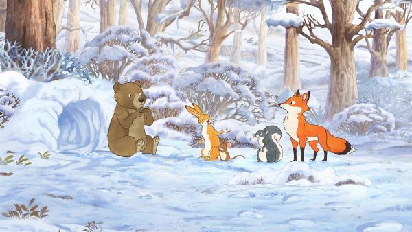 Der kleine braune Hase und seine Freunde treffen im verschneiten Wald auf den kleinen Braunbären, der seine Mutter verloren hat. | Rechte: KiKA/SLR Productions Australia Pty. Ltd. / Scrawl Studios Pte Ltd.