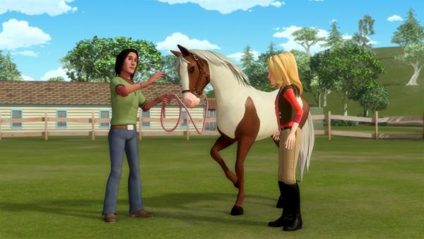 Wendy (re.) bekommt Tipps von Jojo (li.), dem Pferdeflüsterer, wie sie bei ihrem ängstlichen Pferd Dixie Vertrauen aufbauen kann. | Rechte: ZDF/Wendy and Associated Characters (c) WPL 2012