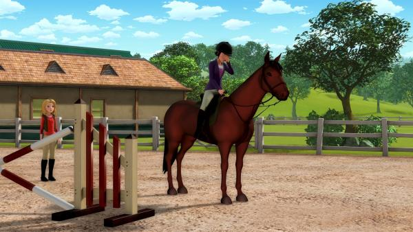 Wendy (li.) versucht Tanja (re.) zu helfen, die Probleme mit ihrem Pferd Ruby hat. Das Pferd verweigert die Sprünge, und Tanja ist zunehmend frustriert. | Rechte: ZDF/Wendy and Associated Characters (c) WPL 2012