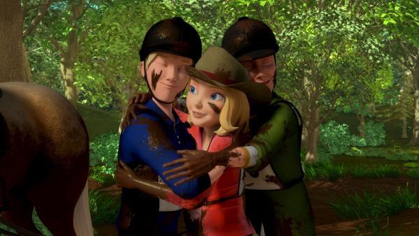 Wendy (Mi.), Christian (li.) und Jerry (re.) sind froh, sie haben Sultan aus dem Matsch gerettet. | Rechte: ZDF/Wendy and Associated Characters (c) WPL 2012