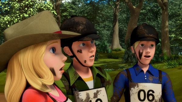 Wendy (li), Jerry (Mi.) und Christian (re.) sind verblüfft: Mit dieser Siegerin des Wanderritt-Wettbewerbes haben sie nicht gerechnet. | Rechte: ZDF/Wendy and Associated Characters (c) WPL 2012