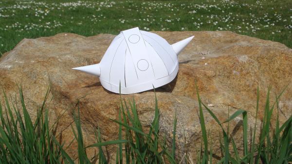 der fertig gebastelte Wickie-Helm ohne Farbe | Rechte: kika