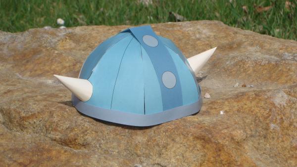 der fertig gebastelte Wickie-Helm in Farbe | Rechte: kika