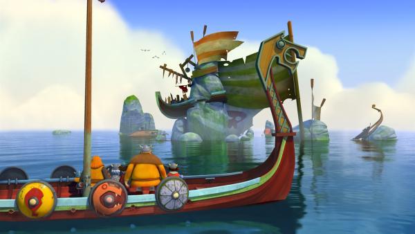 Nachts sieht das gestrandete Boot aus wie ein lebendiges Monster. | Rechte: ZDF/studio100media