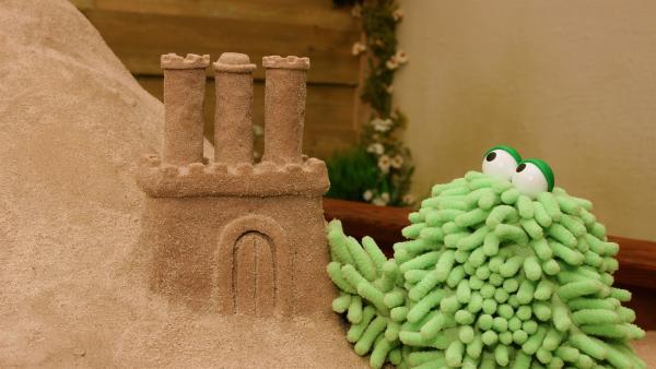 Mop hat auch schon eine Sandburg gebaut. | Rechte: NDR/Trikk17