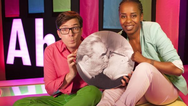 Shary und Ralph zeigen sich heute im Studio mit völlig aufgedrehtem Farbkanal von seiner farbigsten Seite. | Rechte: WDR/Thorsten Schneider