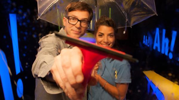 Ralph hat heute eine besonders feuchte Aussprache. Also: Regenschirme raus, Ölzeug an und nicht so nah rangehen, denn diese Sendung wird spritzig. | Rechte: WDR/Thorsten Schneider