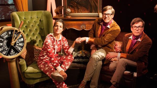Clarissa und Ralph bieten euch ein warmes Plätzchen am gemütlichen Kamin an, während draußen ein Schneegestöber herrscht. | Rechte: WDR/Thorsten Schneider