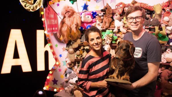 Clarissa und Ralph nehmen auch tierische Hinterlassenschaften genauestens unter die Lupe. | Rechte: WDR/Thorsten Schneider