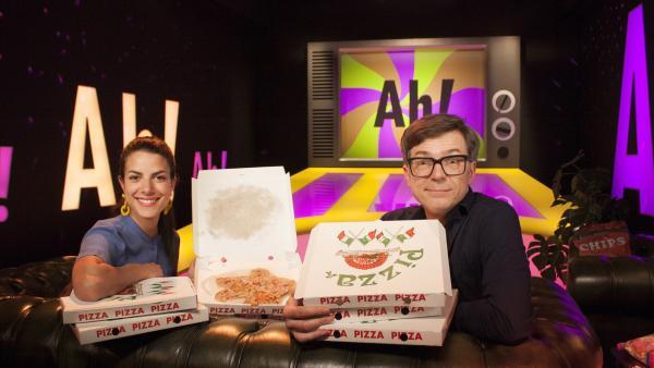 Schon wieder Pizza? Clarissa und Ralph fragen sich, warum wir eigentlich essen müssen und was Gesundheit mit gutem Essen zu tun hat. | Rechte: WDR/Thorsten Schneider