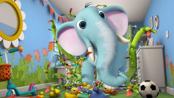 Elefant Ellington wartet in Wisspers Zimmer auf das kleine Mädchen. | Rechte: ZDF/m4e