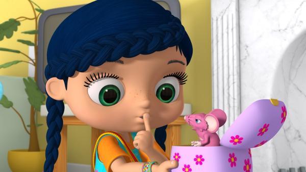 In der Spieluhr entdeckt Wissper die kleine Maus Cindy.   Rechte: ZDF/m4e