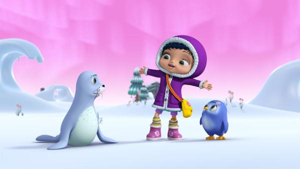 Robbe Sam, Wissper und Pinguinmädchen Peggy im Schnee.   Rechte: ZDF/m4e