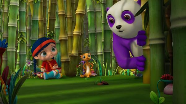 Wissper und Erdmännchen Monty freuen sich, dass Panda Dan zurückgekommen ist.   Rechte: ZDF/m4e