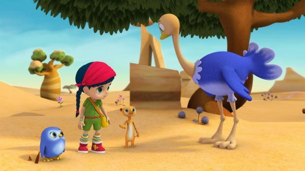 Wissper hat Strauß Ritchie gerufen. Er soll Erdmännchen Monty helfen, die unterm Sand vergrabenen Früchte für die Überraschungsparty wiederzufinden. | Rechte: ZDF/M4e