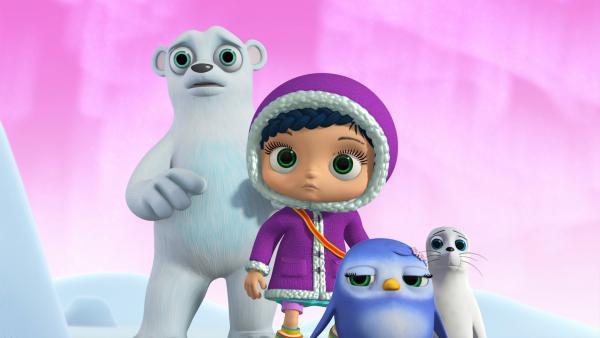 Erschrocken schauen Eisbär Bert, Wissper, Pinguin-Mädchen Peggy und Robbe Sam in die Höhle, aus der gruselige Geräusche kommen. | Rechte: ZDF/M4e