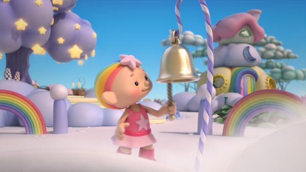 Baba Pink läutet die Glocke, um den Wolkenzug zu rufen. | Rechte: KiKA/Hoho Entertainment