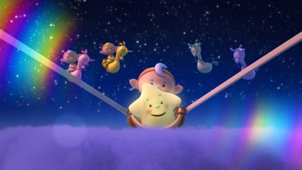 Kleiner Stern darf sich von Baba Blau in den Himmel schleudern lassen. Die anderen Wolkenkinder sehen dabei zu.   Rechte: KiKA/Hoho Entertainment