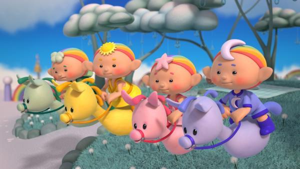 Die Wolkenkinder veranstalten auf ihren Wolkenponys ein Wettrennen um eine große Regenbirne. | Rechte: KiKA/Hoho Entertainment
