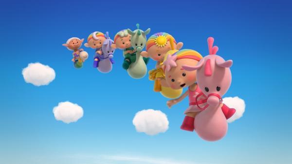 Die Wolkenkinder reiten auf ihren Wolkenponys. Bobo folgt ihnen auf seinem Esel Flippo. | Rechte: KiKA/Hoho Entertainment