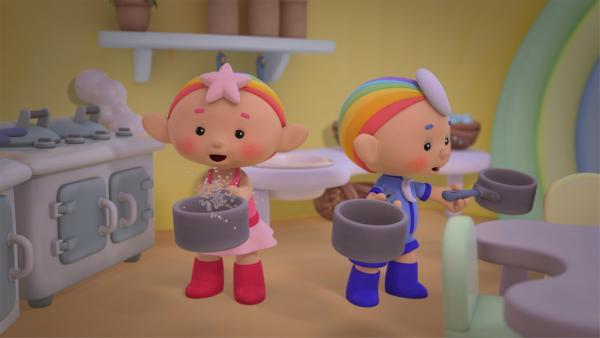 Baba Pink und Baba Blau in der Küche. | Rechte: KiKA/Hoho Entertainment