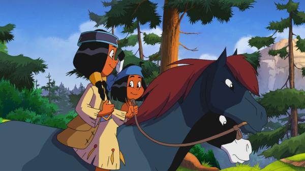 Yakari und Regenbogen sind im Wald unterwegs und bemerken, dass die Tiere unruhig sind.   Rechte: WDR/Storimages