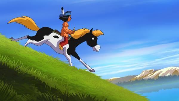 Yakari darf zum ersten Mal beim Rennen der Sieben Feuer teilnehmen. Während die anderen Indianer an ihm vorbeiziehen, macht sich Yakari Sorgen, den Anschluss zu verlieren. Aber Kleiner Donner will sich seine Kräfte nur aufsparen... | Rechte: WDR/Storimages