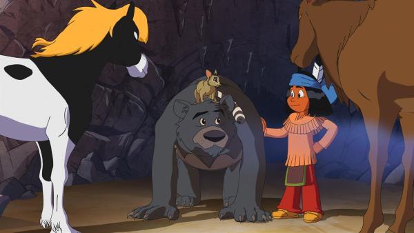 Ein Bär hat sich in der Salzgrotte breitgemacht. Indianerjunge Yakari versucht ihn mit seinem Pony Kleiner Donner, dem Katzenfrett Großauge und dem Wapiti zu überreden, die Höhle aufzugeben. | Rechte: WDR/Ellipsanime Productions/Belvision/Les Cartooneurs Associés/2 Minute