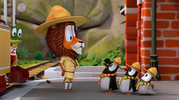 Lionel (Löwe) ermahnt die Pinguine, stramm zu stehen und nicht herum zu zappeln.   Rechte: ZDF/Gaumont Animation