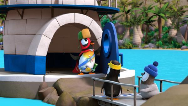 "Pinguin Jonathan (in der Tür) spielt den Superhelden ""Phantomfrack"". | Rechte: ZDF/Gaumont Animation"