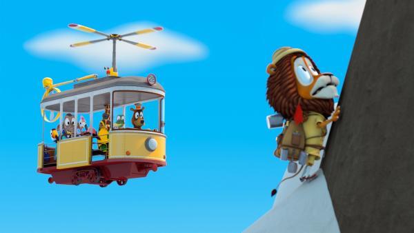 Der Helikopter kommt dem höhenängstlichen Bergsteiger Lionel (Löwe) zur Hilfe.   Rechte: ZDF/Gaumont Animation